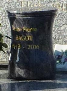 urne funeraire dans tombe